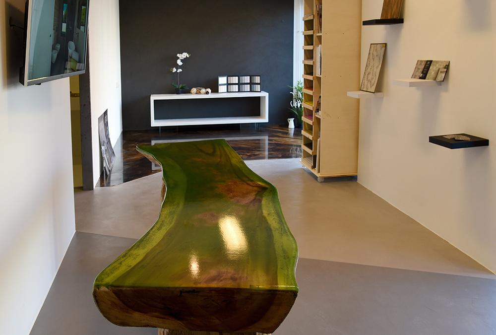 decorazione tavolo resina negozio monfalcone